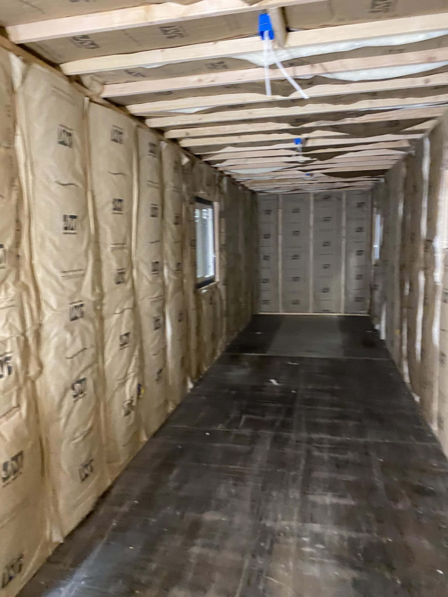 Insulated shipping container